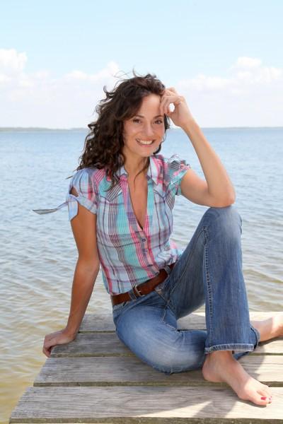 mulher lazer relaxamento ferias madeira ponte