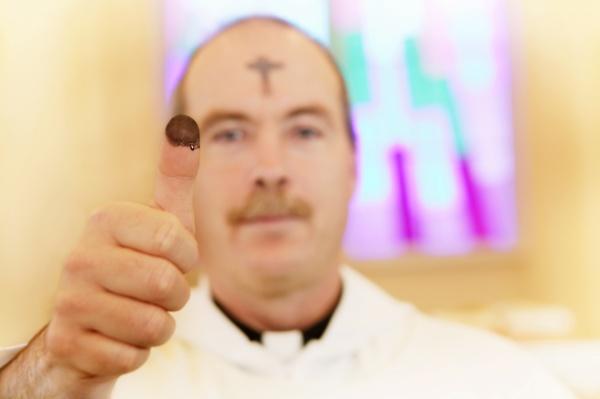 pessoas povo homem homens dentro religiao