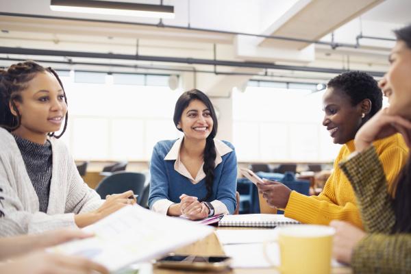 empresárias, falando, em, reunião - 27460796