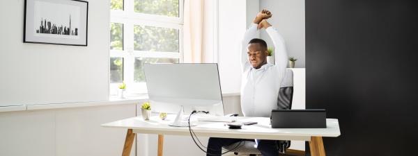 exercicio de alongamento de escritorio no