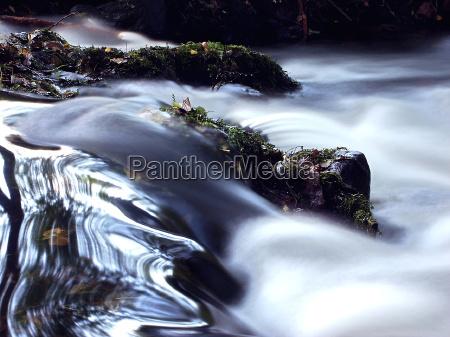 fluxo aguas ribeiro telha turva respingo