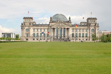 berlim reichstag parlamento bundestag bandeiras politica