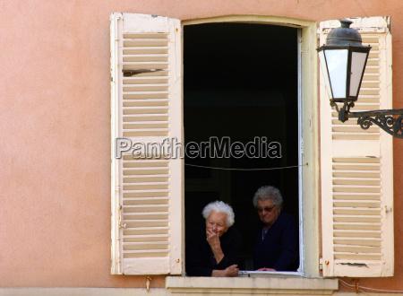 mulher mulheres janela ver franca velho
