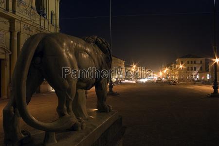 estatua a noite noite leao gato