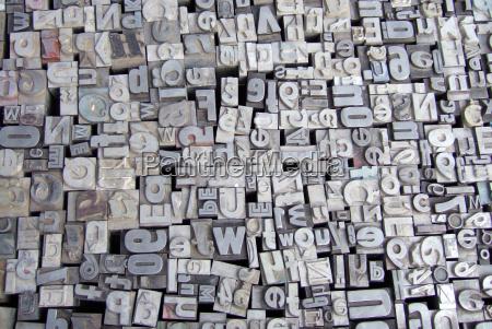 letras tipo de metal