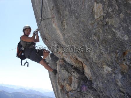 mulher esporte esportes montanhas rocha morro
