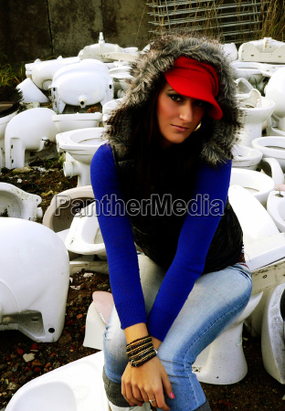 mulher contraste assento bone loo abstrato