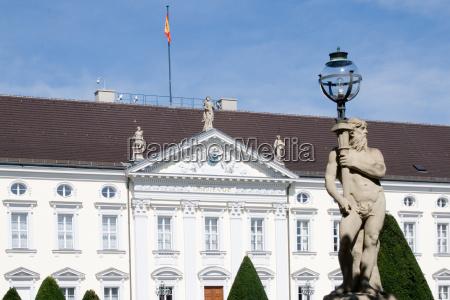 estatua parede berlim fachada luz lampada
