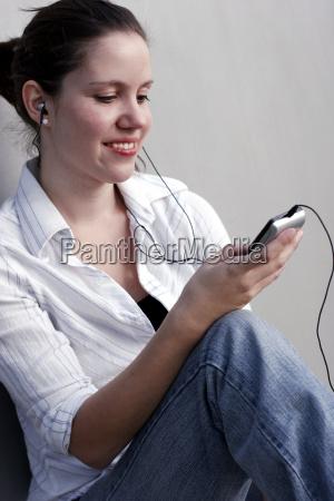 mulher mao lazer musica ouvir feminino