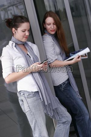 2 mulheres novas no lazer