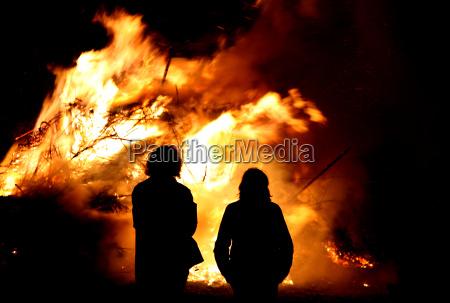 pessoas povo homem noite fogo chama