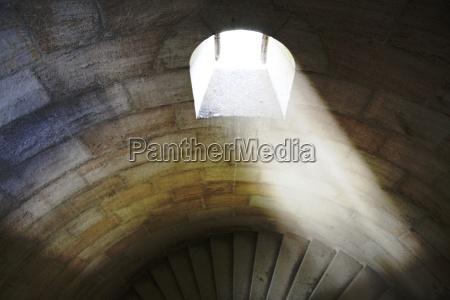 escada luz mosteiro monastico janela castelo