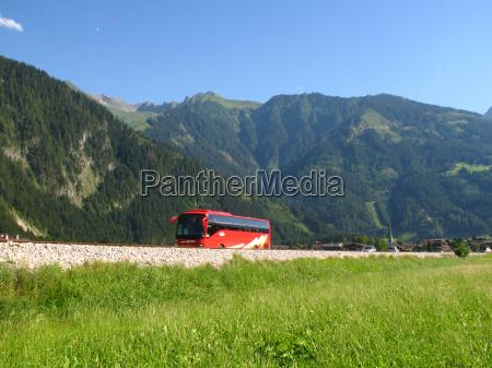 viagem de onibus para as montanhas