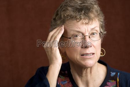 mulher dor de cabeca