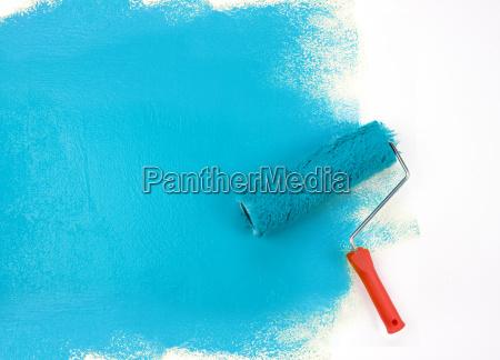 rolo de pintura azul