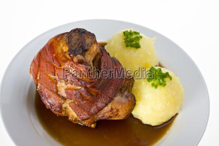 porco bavaro com bolinhos de batata