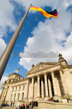 transeuntes berlim capital reichstag parlamento bandeiras