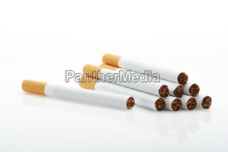 cigarros sobre o branco