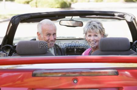 pares no sorriso convertivel do carro