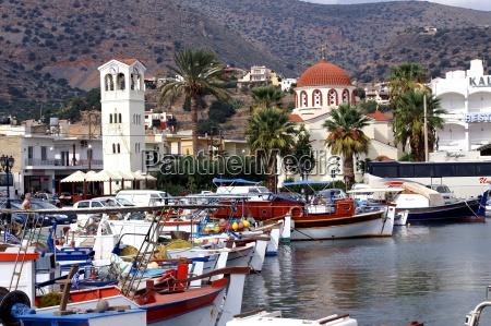barcos de pesca em elounda crete