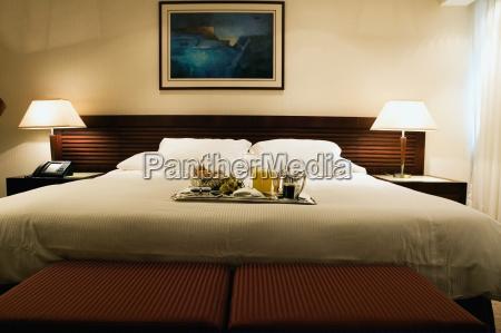 interiores de um quarto de hotel