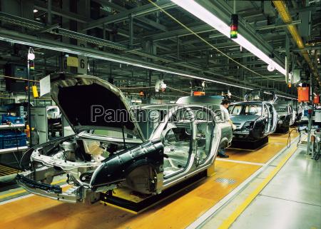 linha de producao de automoveis