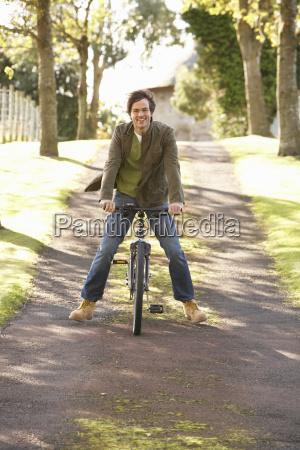 pessoas povo homem risadinha sorrisos parque
