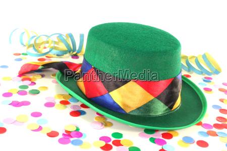 verde chapeu partido celebracao confete carpa