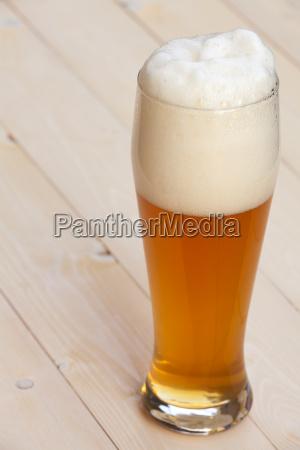 cerveja branca no vidro