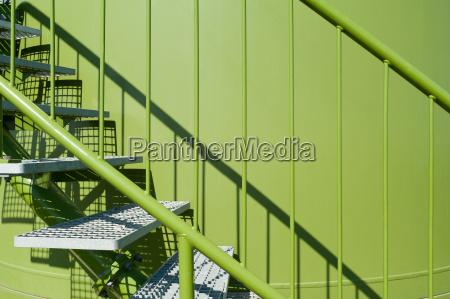 escada entrada metal estacao de energia