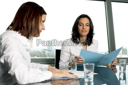 sala de conferencia inspecao acordo negocio