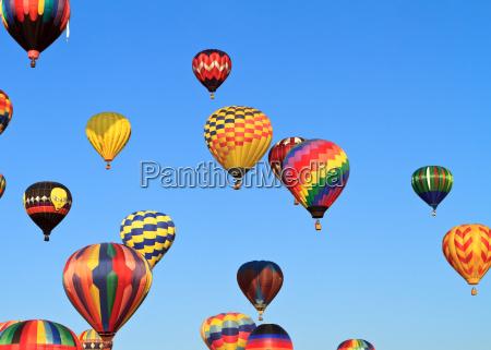 baloes de ar quente coloridos