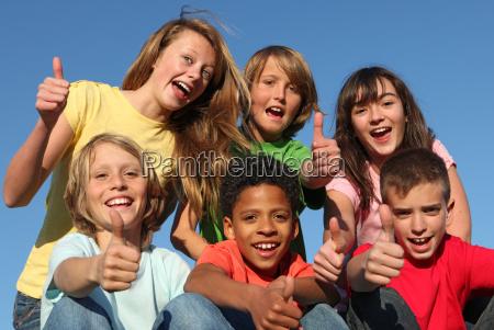 grupo de criancas de raca diversificada