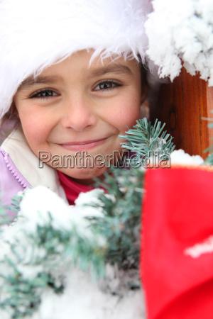 closeup caucasiano conifera crianca