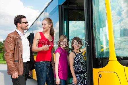 parada de onibus passageiro parar entrar