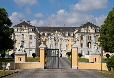 entrada principal do palacio de augustusburg