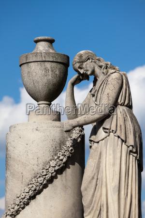 detalhe historico monumento cor pedra estatua