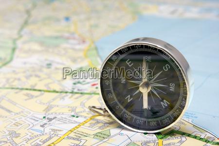 compass no mapa da cidade de