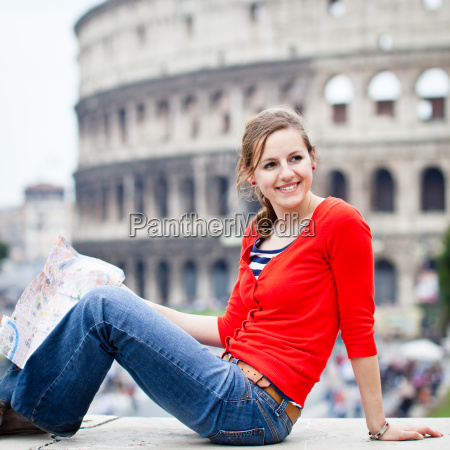 retrato de um turista femea consideravelmente
