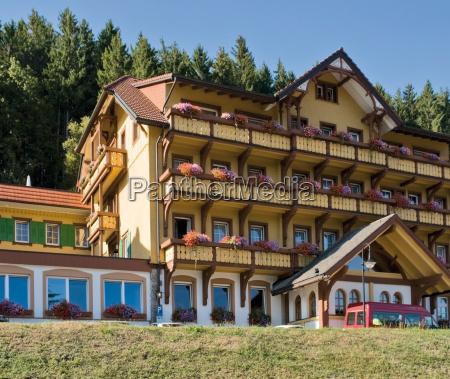 restaurante entrada hotel floresta negra amarelo