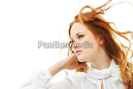 mulher de cabelos vermelhos