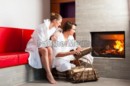 hotel fogo roupao de banho lareira