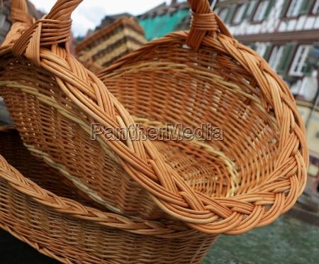 objeto marrom cesta recipiente carrinho de