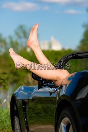 mulher jovem ou pernas em um