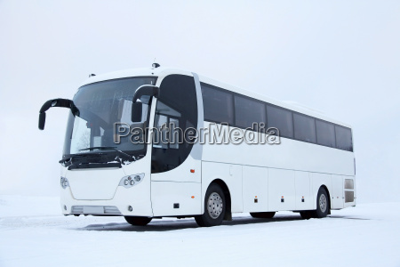 branco bus no inverno
