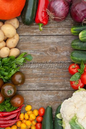 orange food aliment pepper board big