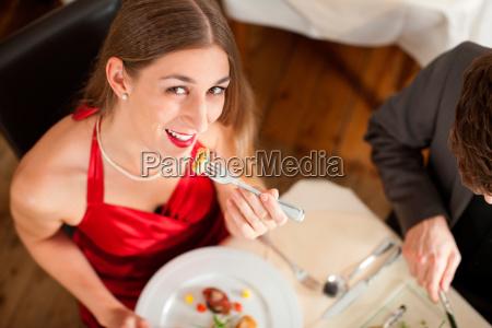 mulher restaurante alimento refeicao jantar almoco