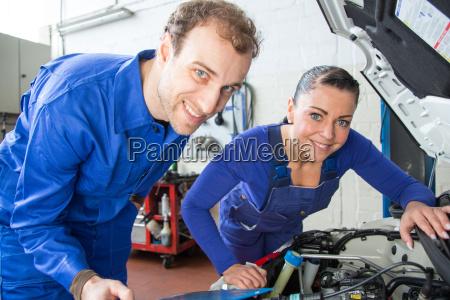 o tecnico do mecatronica do carro