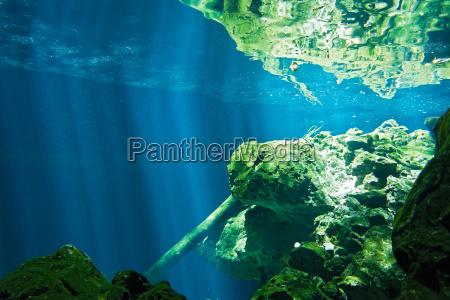 caverna rocha agua doce lago agua