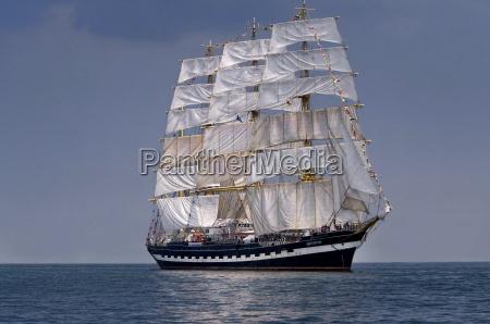sailboat navio alto historico no mar